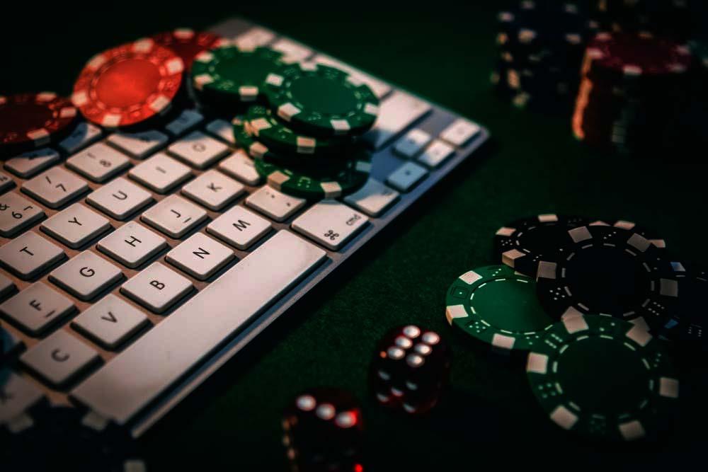 Sebuah Panduan Benar Bermain Judi Domino Online